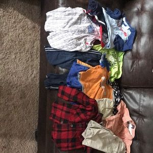 Boy's size 2T lot of clothes 12 pieces total